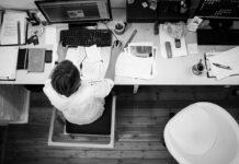Jak sprawdzić pracowników